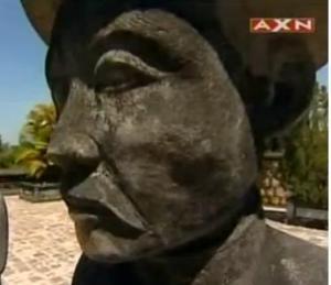 hue statue