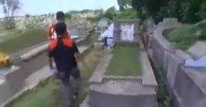 lombok grave