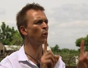 accra phil keoghan 6