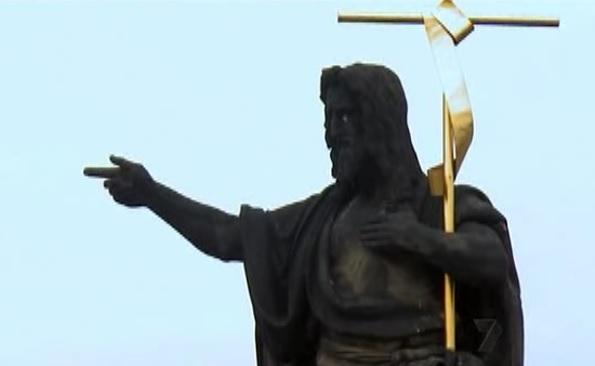 prague statue 2