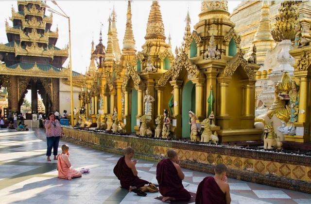 myanmar pagoda.jpg